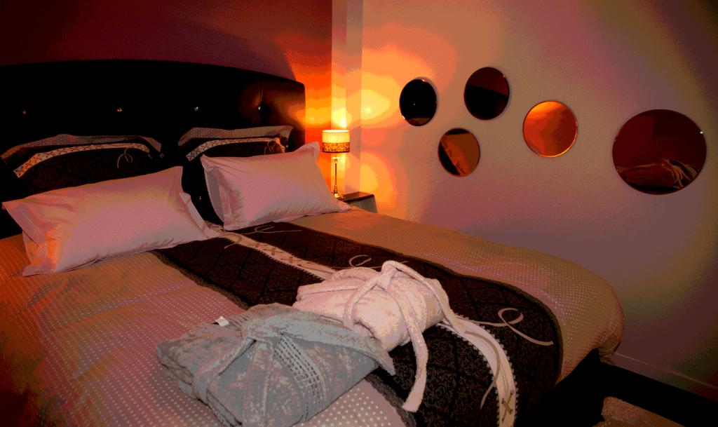 Séjour chic et romantique en Bretagne - week-end coquin - Le king size, ultra confortable
